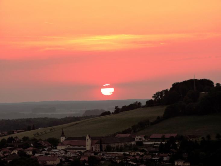 Sonnenuntergang über Michaelbeuern 0