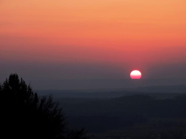 Sonnenuntergang von Berndorf Richtung Oichtental, fotografiert am 20.03.2015