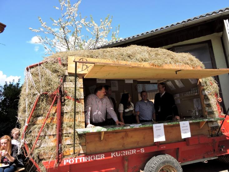 Ein Blickfang für alle ist immer wieder der Verkaufswagen der Ortsbauernschaft Berndorf